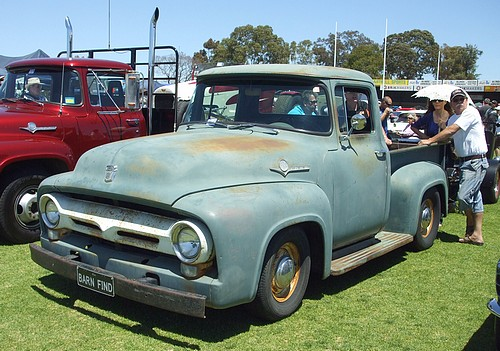 Ford F100 pick up truck