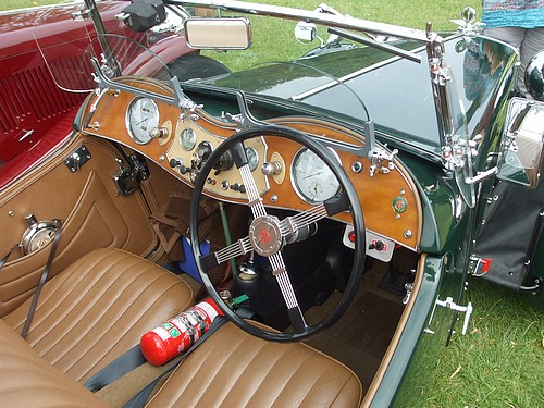 1949 MG TC steering wheel & dash