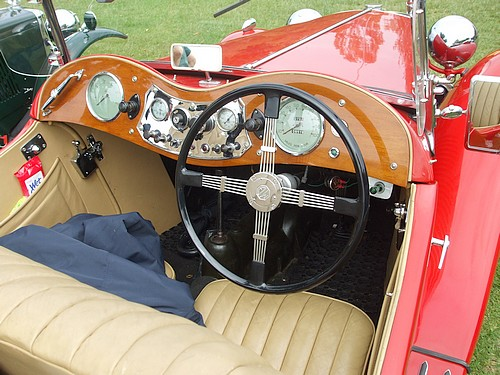 MG TC steering wheel & dash