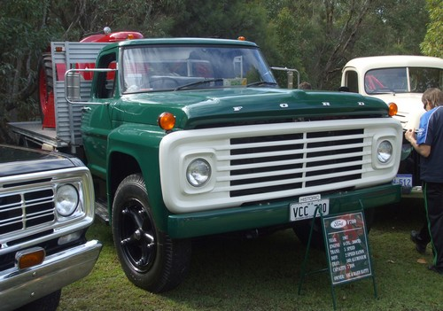Ford F700 truck
