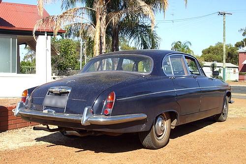 Jaguar 420G Saloon