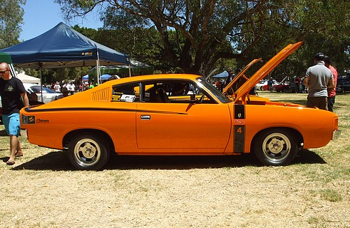 Valiant Charger Six Pack