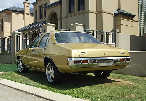Holden HQ Kingswood 202 & Tri-Matic