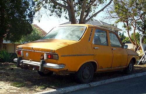 Orange Renault 12
