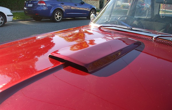 Bonnet scoop on red XP Falcon with 302 V8
