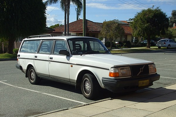 Volvo 240 Wagon Pictures to pin on Pinterest: pinstake.com/volvo-240-wagon