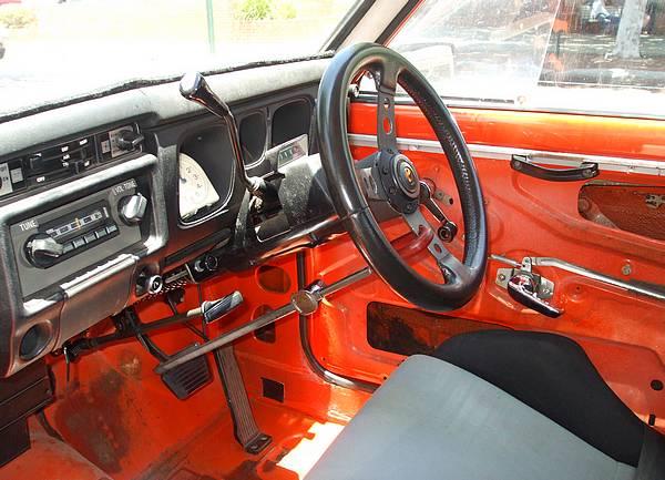 1971 Datsun 1600 GL interior