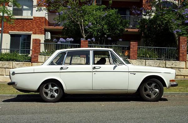 Volvo 144 white