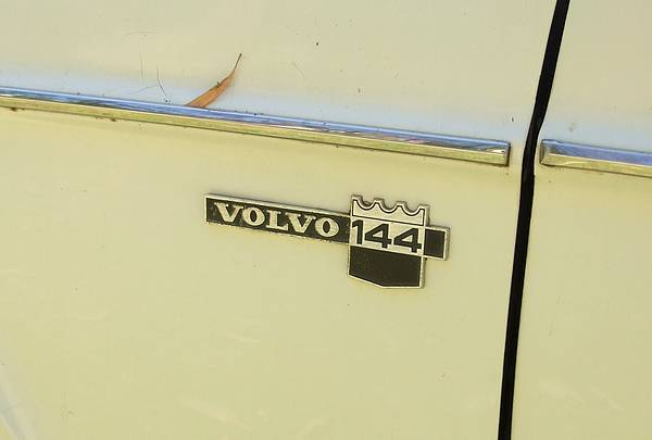 Volvo 144 badge