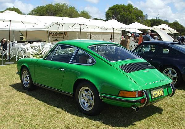 Green Porsche 911E
