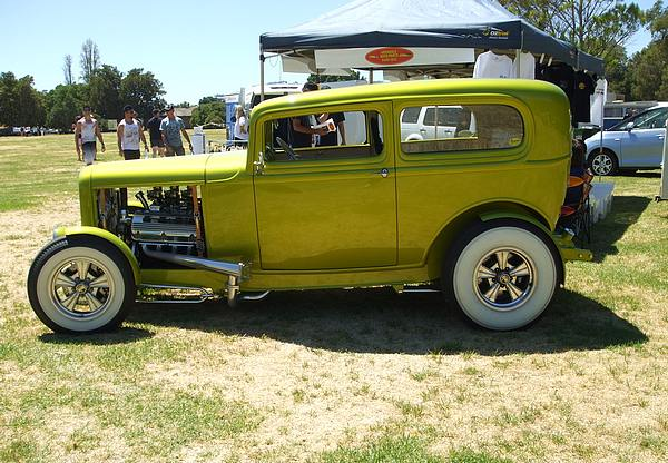 1932 Ford Tudor Hot Rod lime green