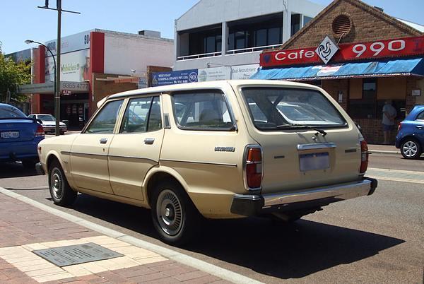 Datsun 200B Wagon cream