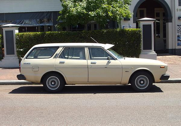 Datsun 200B Wagon cream