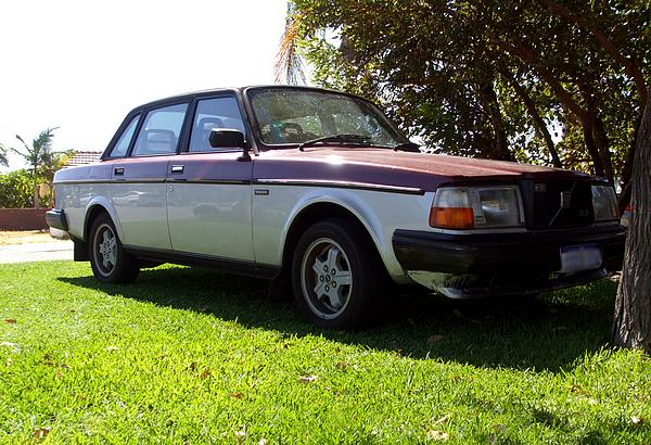 Volvo 240 GLE Two Tone Paint