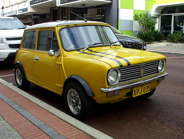 Leyland Mini Clubman 1275 LS yellow