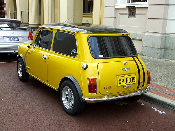 Leyland Mini Clubman 1275 LS yellow
