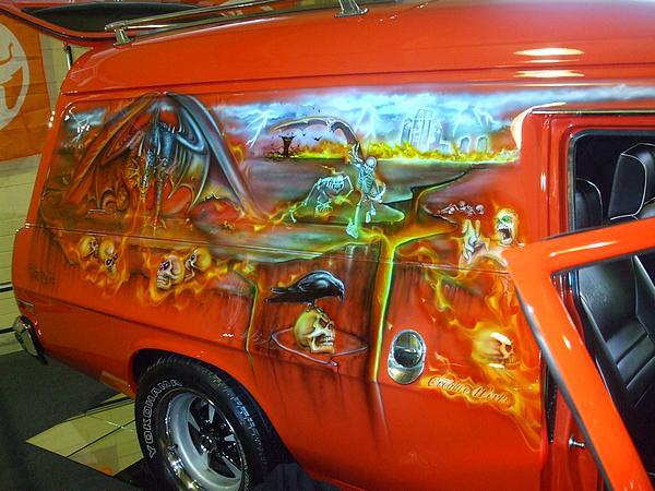 """Holden HX Panel Van """"VANPYRE"""""""
