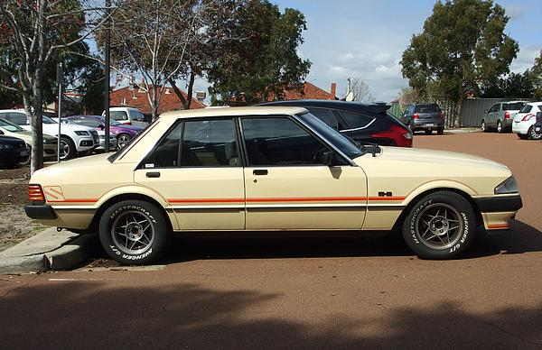 Cream Ford Falcon XE 5.8 V8 S Pack