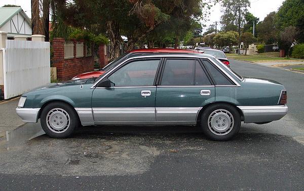 vk-commodore-sedan3
