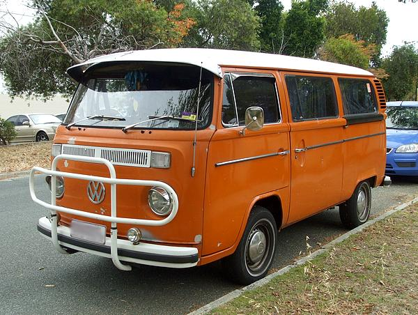 VW Kombi in orange