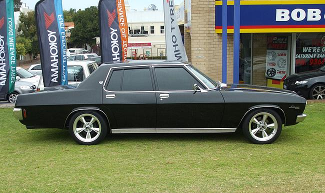 Black Holden HQ Statesman De Ville