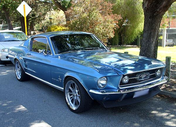 Ford Mustang Fastback in metalflake blue