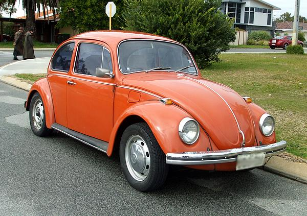 Volkswagen Beetle 1300 orange