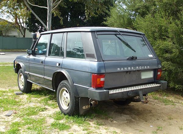 Dark blue Range Rover Classic