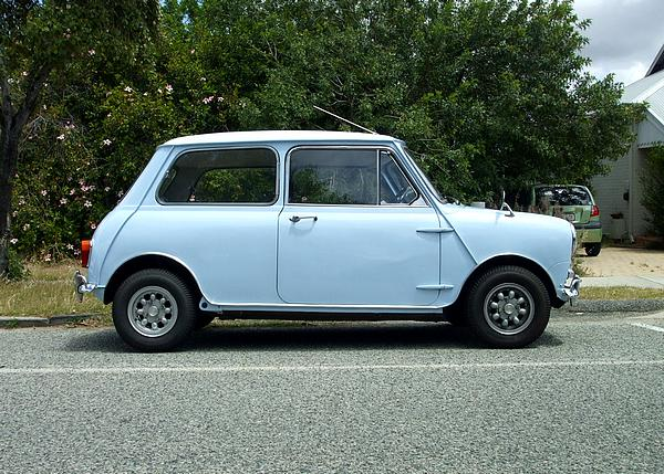 Light blue Morris Mini Deluxe