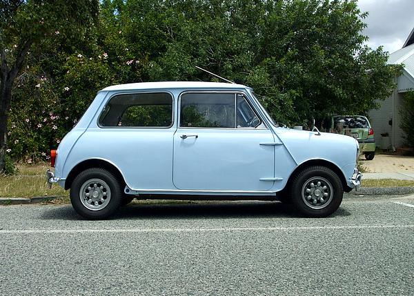 Light blue Morris Mini Deluxe
